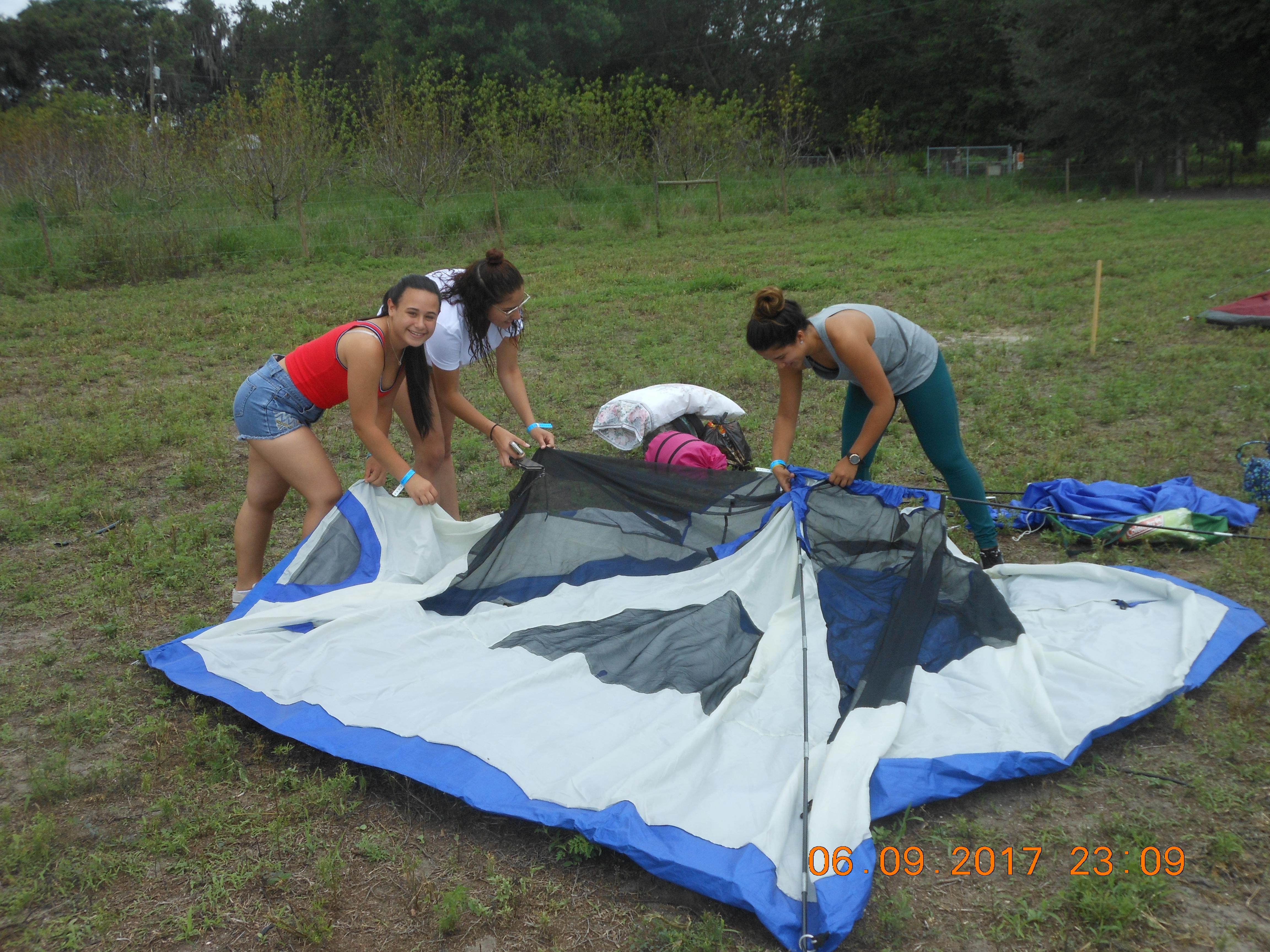 Dscn2835 Tent Pitching Black Reins